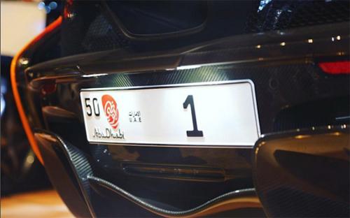 Biển số 1 ở Abu Dhabi.