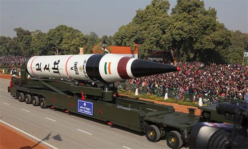 Tên lửa đạn đạo tầm xa Agni-5 trong lễ duyệt binh kỷ niệm 65 năm Ngày Cộng hòa của Ấn Độ. Ảnh: PB.