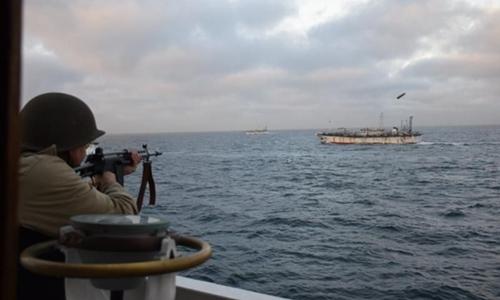 Lính Argentina bắn vào tàu cá Trung Quốc ngày 22/2/2018. Ảnh: AP.