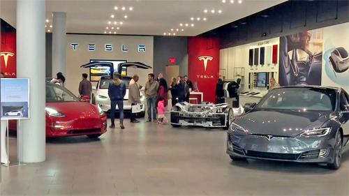 Một cửa hàng giới thiệu xe của Tesla tại Mỹ. Ảnh: CBS Local