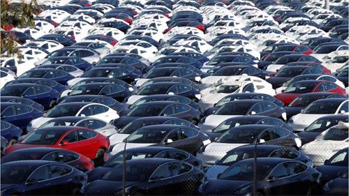 Hàng nghìn ôtô Tesla tại một điểm tập kết ở California, Mỹ,