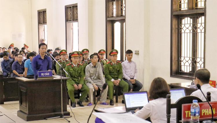 Các bị cáo tại phiên tòa phúc thẩm. Ảnh: Giang Chinh