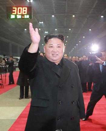 Lãnh đạo Triều Tiên Kim Jong-un tại ga Bình Nhưỡng sáng ngày 5/3. Ảnh: KCNA.