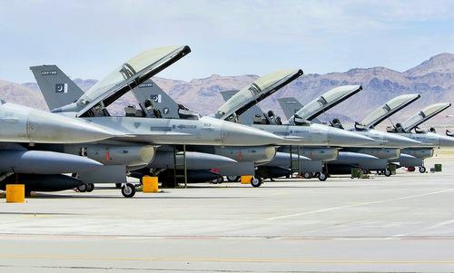 Một phi đội tiêm kích F-16 Pakistan. Ảnh: Reuters.
