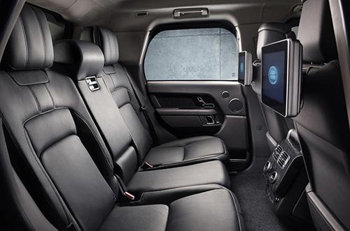Không gian hàng ghế sau của Range Rover Sentinel 2019. Ảnh: Land Rover