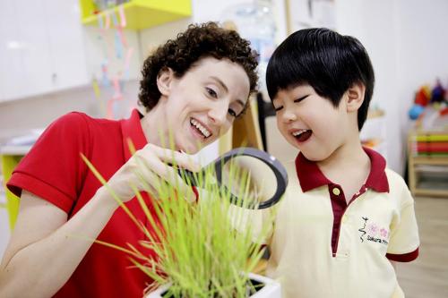 Học sinh được khuyến khích thể hiện vốn tiếng Anh trong giao tiếp với thầy cô, bạn bè để cùng trải nghiệm những bất ngờ thú vị và ấn tượng nhất.