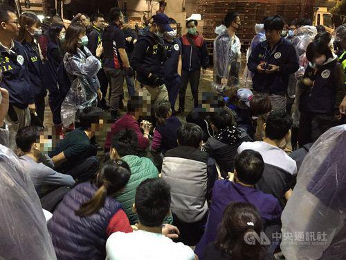 Nhóm du khách Việt bị giới chức Đài Loan bắt giữ năm ngoái. Ảnh: CNA