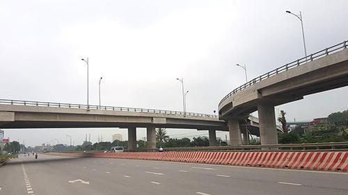 Điểm đầu tuyến tránh vành đai phía Tây TP Thanh Hoá giao cắt quốc lộ 1A có hai cây cầu dẫn vượt đường bộ và đường sắt Bắc Nam. Ảnh: Lê Hoàng.