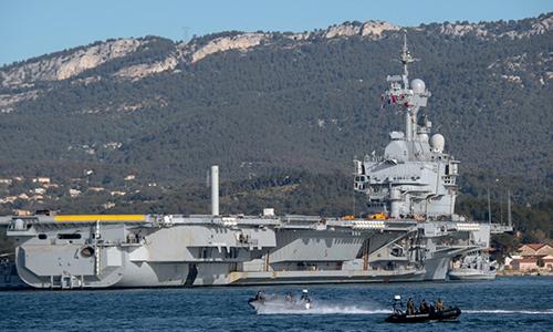 Tàu sân bay Charles de Gaulle của Pháp rời cảng Toulon ngày 5/3. Ảnh: AFP.