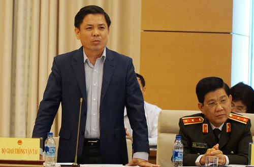 Từ trái qua: Bộ trưởng Giao thông Nguyễn Văn Thể và Thứ trưởng Công an Nguyễn Văn Sơn tại phiên giải trình. Ảnh: Hoàng Phong