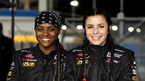 Brehanna Daniels (trái)và Breanna O'Leary