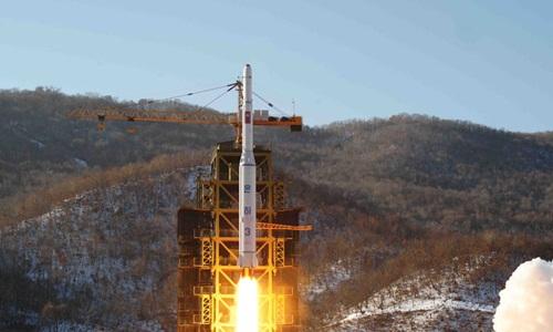 Tên lửa Unha-3 được phóng từ bãi thử Sohae ở Tongchang-ri hồi năm 2012. Ảnh: AP.
