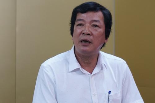 Ông Đoàn Dụng công bố kết quả chấm thẩm định kỳ thi tuyển giáo viên trước báo giới, tháng 9/2018. Ảnh: Phạm Linh.