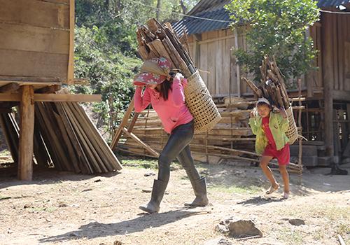 Người dân huyện Kỳ Sơn (Nghệ An) nơi có tỷ lệ nghèo cao nhất tỉnh. Ảnh: Nguyễn Hải.
