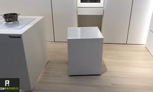 Robot tủ lạnh mang đồ uống đến tận tay người dùng