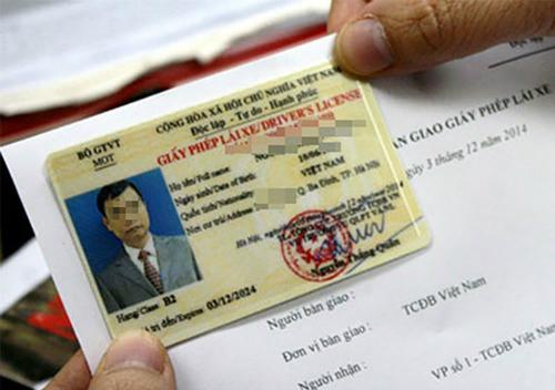 Bộ Giao thông đang tăng cường quản lý giấy phép lái xe. Ảnh: Bá Đô.