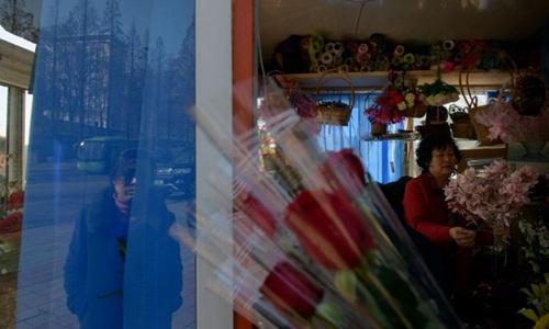 Một cửa hàng bán hoa ở Triều Tiên trong ngày 8/3. Ảnh: AFP.