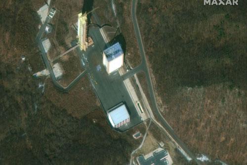 Các công trình đang được khôi phục tại cơ sở phóng vệ tinh Sohae của Triều Tiên. Ảnh: Maxar.
