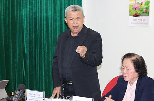 TS Trần Đáng phát biểu tại buổi họp báo chiều 8/3. Ảnh: Hán Hiển.