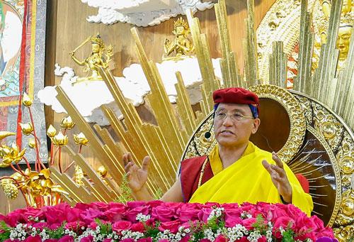 Đức Gyalwang Drukpa giảng về bình đẳng giới tại Quan Âm Tu Viện. Ảnh: Drukpa.
