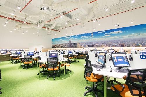 Với trang thiết bị hiện đại, Wall Street mang đến không gian chuẩn quốc tế cho học viên.