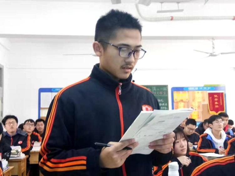 Zhu Zheng là học sinh giỏi môn Toán. Ảnh:NetEase News