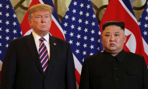 Lãnh đạo Triều Tiên Kim Jong-un, phải, gặp Tổng thống Mỹ Trump tại Hà Nội cuối tháng 2/2019. Ảnh: CNN.