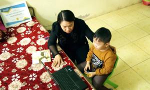 Người mẹ 'phát hoảng' vì con trai chỉ nói tiếng Anh từ 18 tháng tuổi