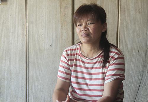 Bà Thìn kể lại quãng thời gian sinh sống tại Trung Quốc. Ảnh: Vũ Kim.