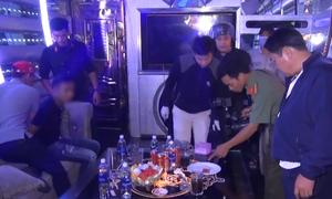 Cảnh sát đột kích vào quán karaoke ở miền Tây
