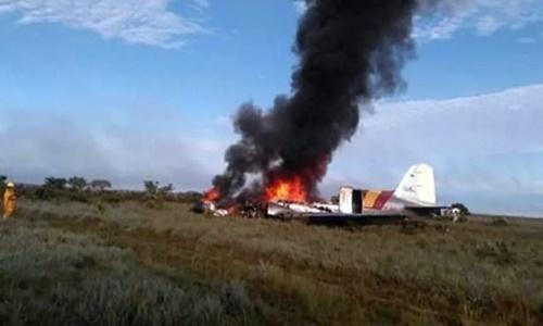 Máy bay bốc cháy tại hiện trường ngày 9/3. Ảnh: Camioneros de Colombia.