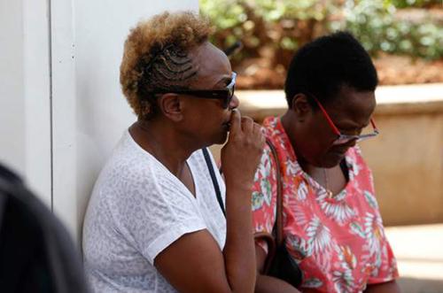 Người thân của các nạn nhân chờ đợi tạisân bay Jomo Kenyatta ở thủ đô Nairobi, Kenya. Ảnh: AFP