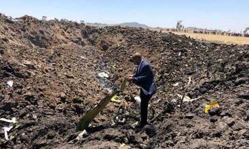 Hiện trường vụ tai nạn máy bay ở Ethiopia. Ảnh: BBC.
