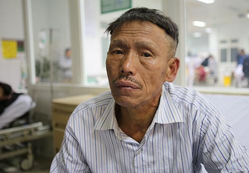 Thuyền viên chiến kể lại tai nạn. Ảnh: Nguyễn Hải.