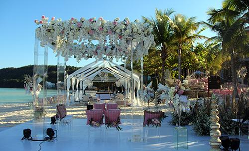 Không gian lễ cưới củaKaabia Grewal và Rushang Shahtại bãi biển ở Phú Quốc. Ảnh: Dương Đông