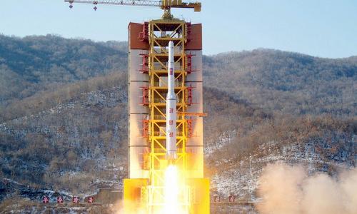 Tên lửa Unha-3 rời bệ phóng tại bãi thử Sohae hồi năm 2012. Ảnh: KCNA.
