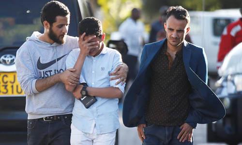 Một người thân của nạn nhân chuyến bay ET302 khóc sau khi biết tin máy bay rơi hôm 10/3. Ảnh: Reuters.
