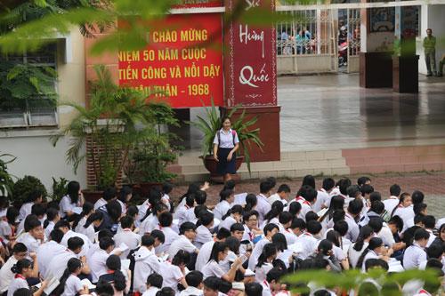 Thí sinh dự thi tuyển sinh lớp 10 THPT công lập tại TP HCM năm 2018. Ảnh: Quỳnh Trần.