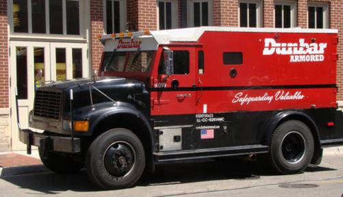 Dunbar Armored là hãng vận tải bọc thép chuyên dụng.