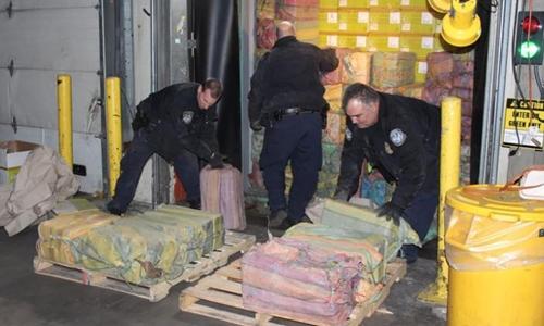 Số ma túy nằm trong container trên tàu đỗ tại cảng Newark cuối tháng 2. Ảnh: CBP.