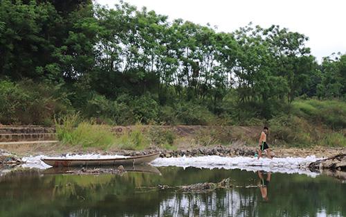 Đập hoàn thành sẽ hạnchếlưu lượng nước từ sông Vu Gia chuyển về sông Thu Bồn để góp phần tăng trữ lượng nước về đập An Trạch, Đà Nẵng. Ảnh: Đắc Thành.