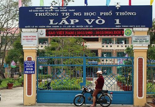 Trường học THPT Lấp Vò, nơi thầy Thông cùng hai đồng nghiệp bị kỷ luật. Ảnh: Hồng Ngự