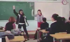 Cô giáo trẻ trổ tài nhảy khiến cả lớp reo hò thích thú
