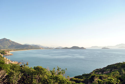 Một bờ biển ở miền Trung. Ảnh: Mạnh Tùng.