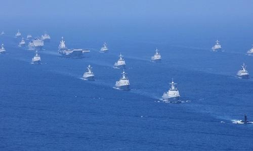 Dàn tàu chiến tàm ngầm Trung Quốc trên Biển Đông hồi năm 2018. Ảnh: SCMP.