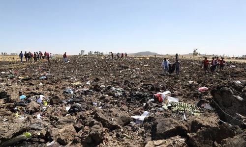 Hiện trường vụ rơi máy bay Ethiopian Airlines hôm 10/3. Ảnh: AFP.