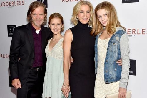 Nữ diễn viên Huffman cùng chồng và hai con gái trong một buổi công chiếu phim năm 2014. Ảnh: BBC.