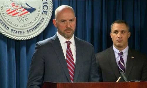 Andrew Lelling, luật sư đại diện cho phòng công tố Massachusetts, nêu các thủ đoạn gian lận vào đại học của công ty do Singer điều hành trong buổi họp báo hôm 12/3. Ảnh: CNN.