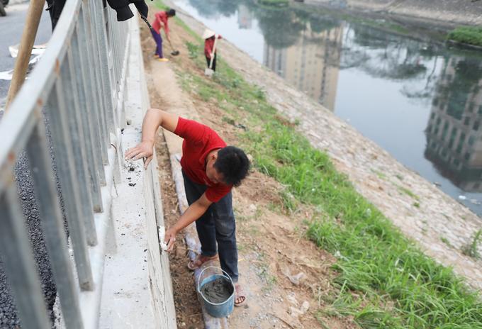 Đường đi bộ dài 4 km ven sông Tô Lịch gấp rút hoàn thiện