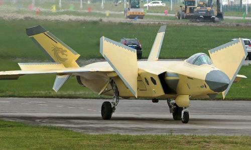 Một chiếc J-20 sau chuyến bay thử nghiệm năm 2018. Ảnh: Sina.